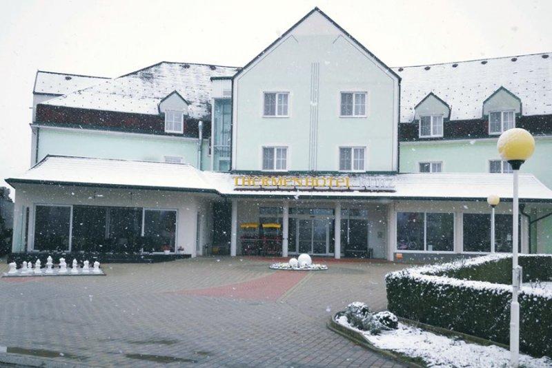 Thermenhotel Kurz ****